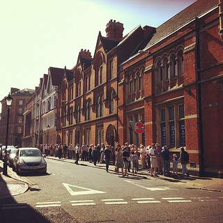 Jolly long queue to get into the Greyfriars dig site. #archaeology #richardIII | by Djinn76