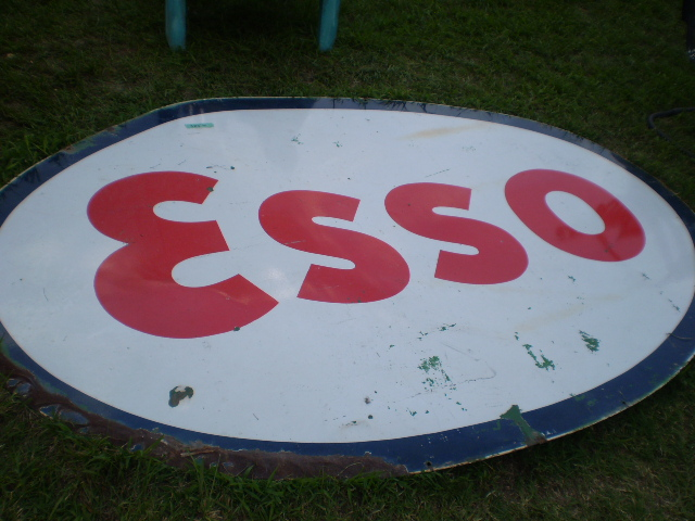 Old Esso Sign Seen At The Gadsden Alabama End Of The