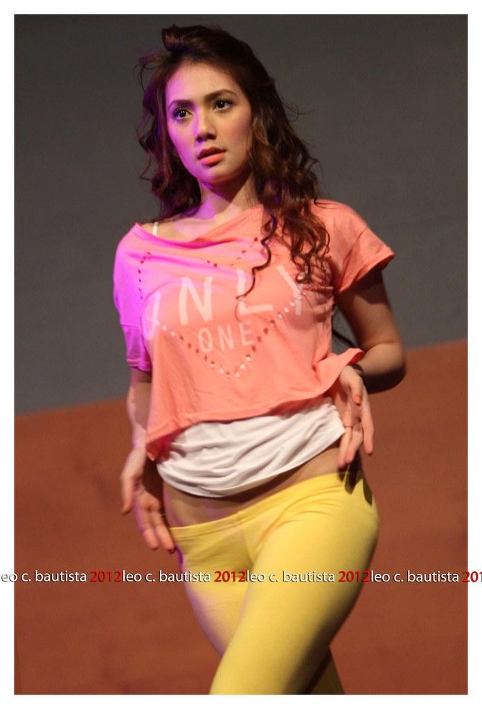 03 Aiko Climaco Banana Split Cast Live Sheraton Hotel Do Flickr