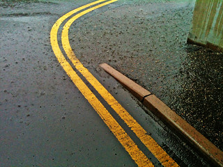 double yellow lines | by Leo Reynolds