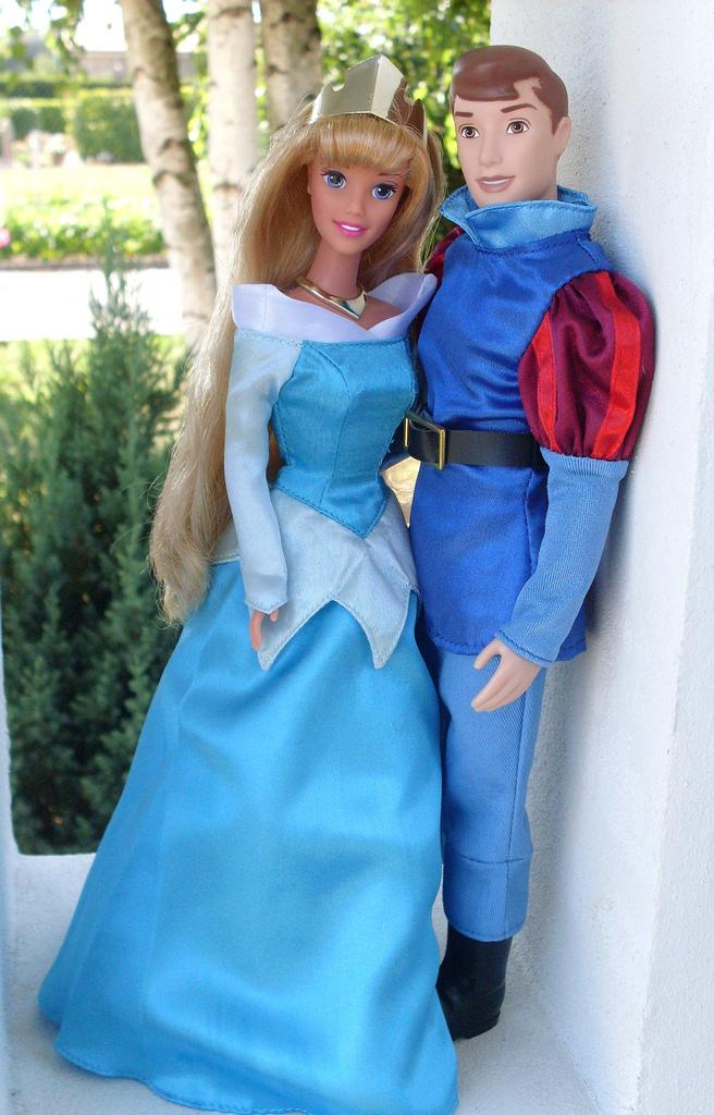 Prince Philip (disney store) and Aurora (mattel)   ilaria ...