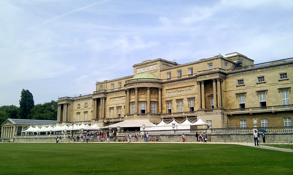 The west front of buckingham palace took this photo on - Swimming pool at buckingham palace ...