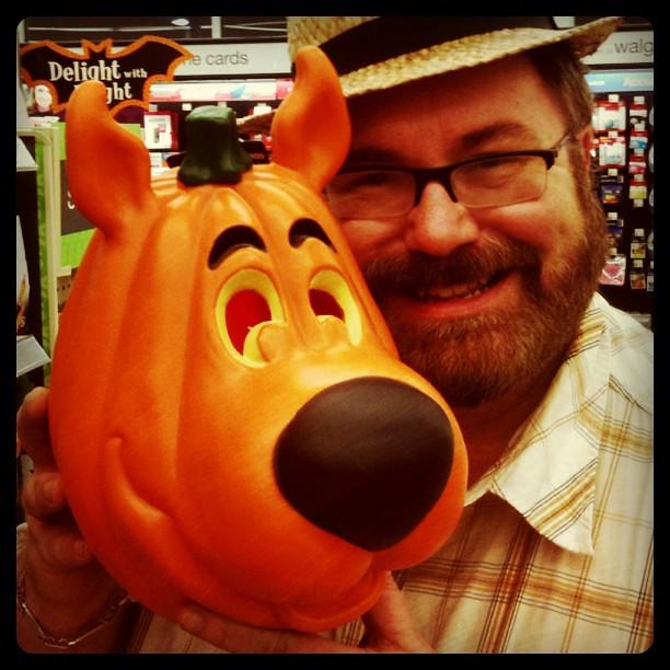 Scooby doo faux halloween carved pumpkin walgreens spotte