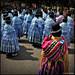 """Cholas preparándose para el baile de """"La Morenada""""(Guatajata)"""