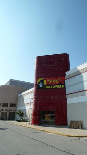 4 reviews of Spirit Halloween
