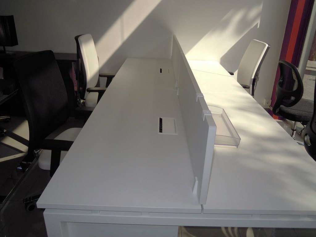 Mesas electrificadas oficina | muebles-oficina-barcelona.blo… | Flickr