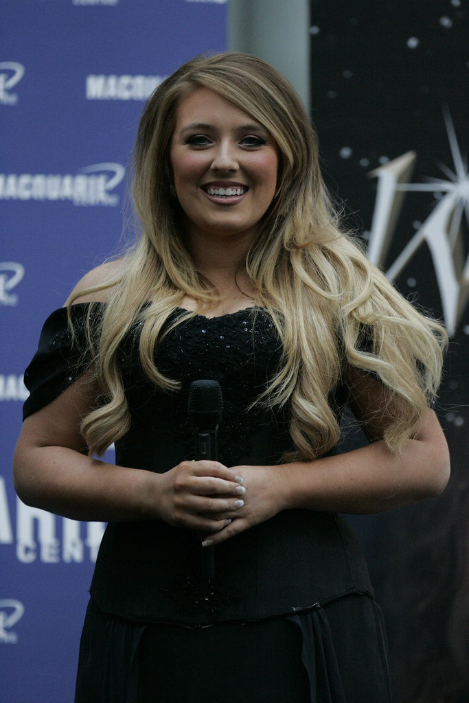 S 90 3 >> Chloe Agnew | Celtic Woman performs at Macquarie Shopping ...