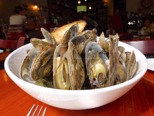 Steamers | in Broth with Shallots | The Seahorse Tavern | Upper East Side, NYC | by KAC NYC