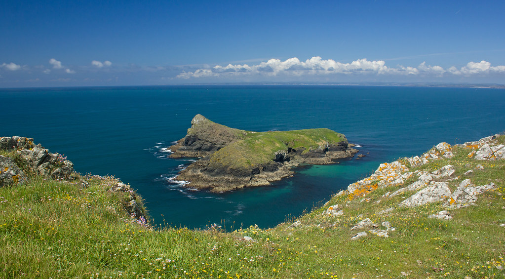 Terms Of Use >> Mullion Island from the Cornwall coastal path | Cropped to H… | Flickr