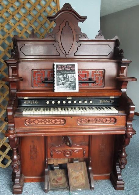 Estey reed organ   Flickr - Photo Sharing!