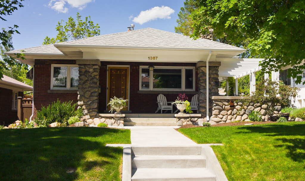 Home Design Ideas Photo Gallery: California Bungalow House