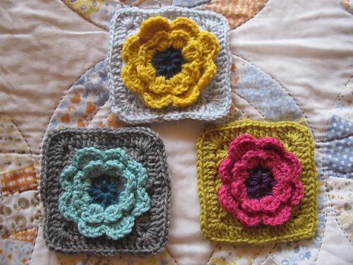 Week 9 - 3D Flower Grannies Pretty and easier to make ...