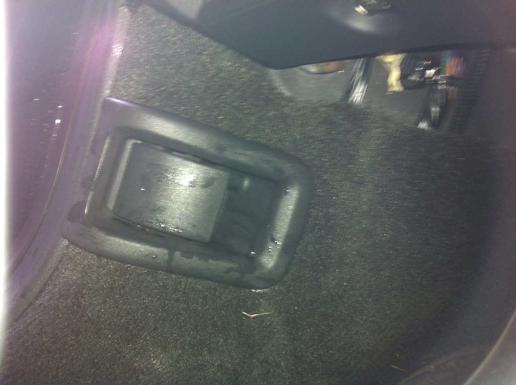 Water dripping into footwell of Volvo XC60 T6 R-Design | Flickr