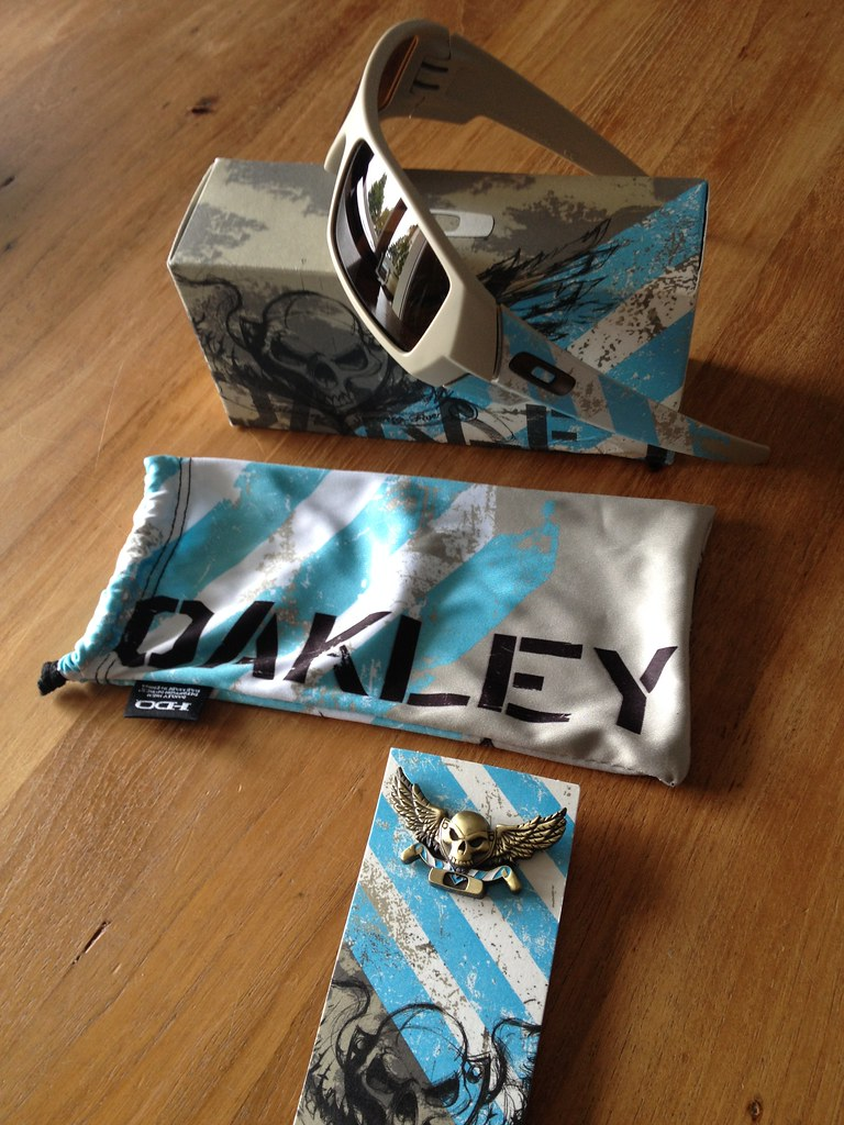 Oakley Flying Tiger