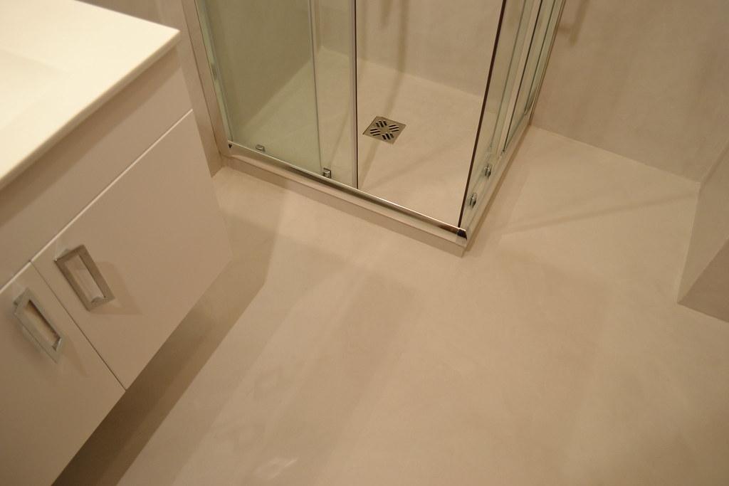 Rivestimento in resina su bagno la resina nei bagni una flickr - Resina rivestimento bagno ...