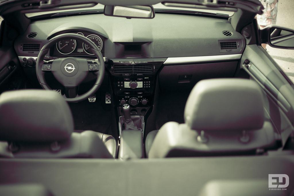 Opel Astra H Interior | Eurodubs .com | Flickr