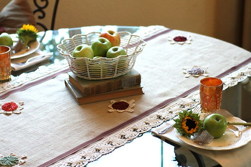 DIY {no sew} table-runner | by :KayEllen