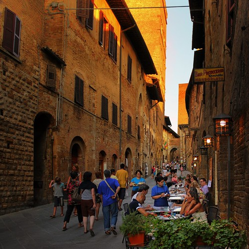 Dining in the warm and cosy atmosphere of San Gimignano | by B℮n