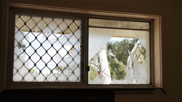 Smashed bathroom window in bentley perth smashed rear for Bathroom windows perth