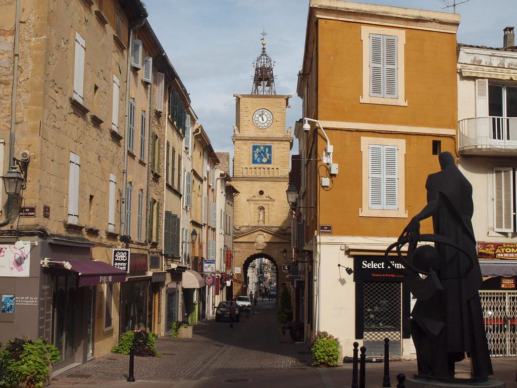 Salon de provence the place where nostradamus spent his for Circuit de salon de provence