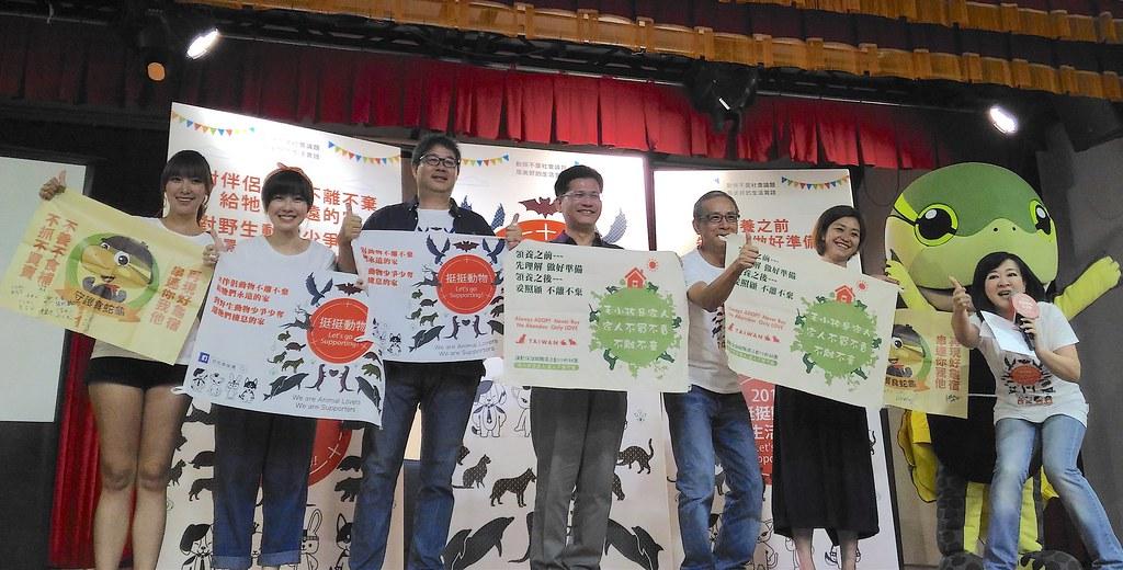 台中市市長林佳龍、導演吳念真、齊柏林、Raye與會相挺。攝影:林倩如。
