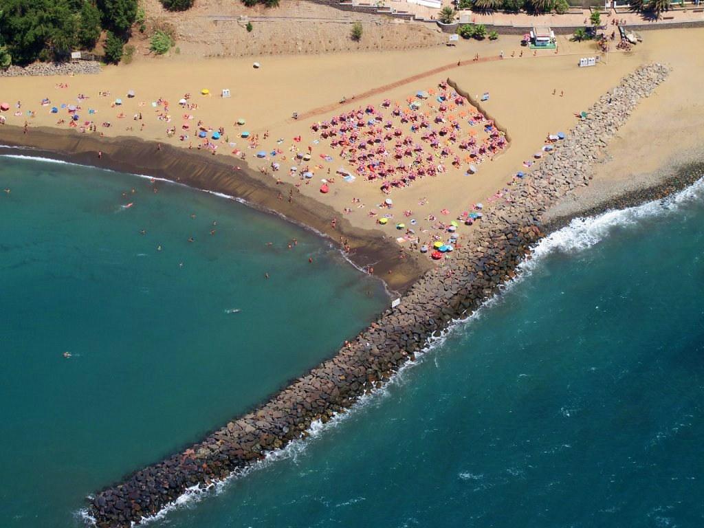Foto a rea de la playa de las burras en san agust n la co - Burras para ropa ...