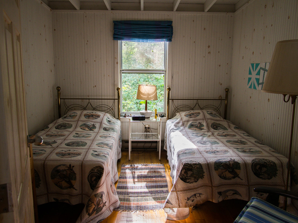Twin Beds Inside A 100 Year Old Cottage Dorval Island