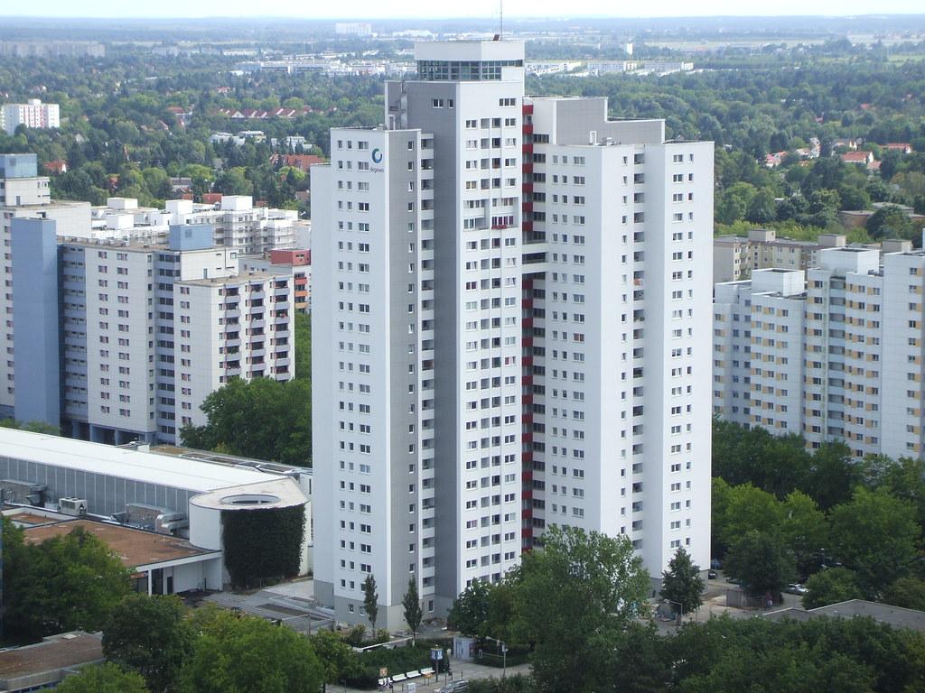 Berlin Rudow Degewo Hochhaus Wutzky Center 0209201201
