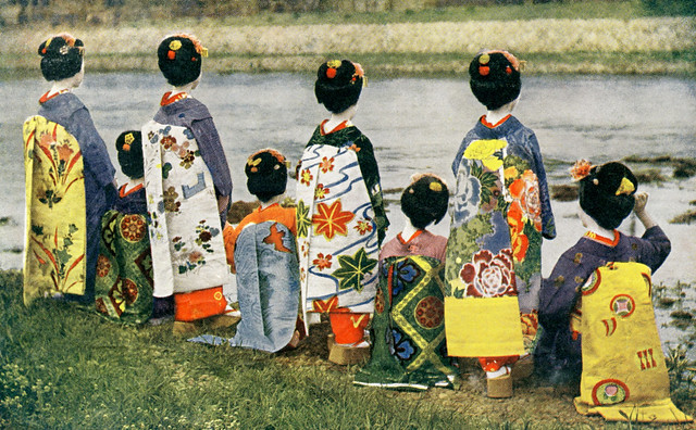 Eight Maiko Girls Displaying their Darari-no-Obi 1910s