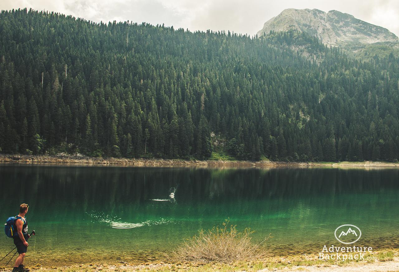 Wandelen in Montenegro met wandelstokken