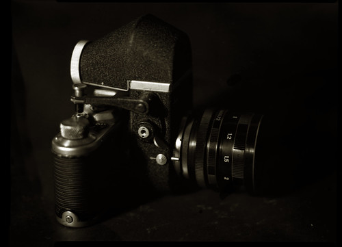 Double humiliation for my Visoflex II: a Zorki 1 in the back and a Great Wall DF lens | by O9k