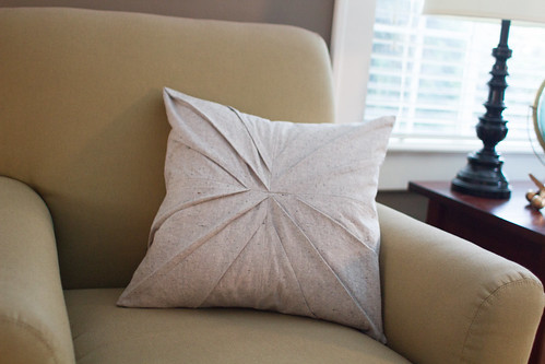 pleated pillow tutorial | by skirt_as_top
