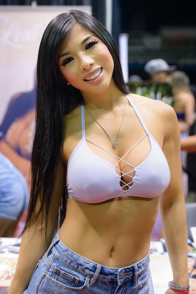 Lexi | Lexi Vixi at SpoCom Hawaii, 2016 | Marvin's ...