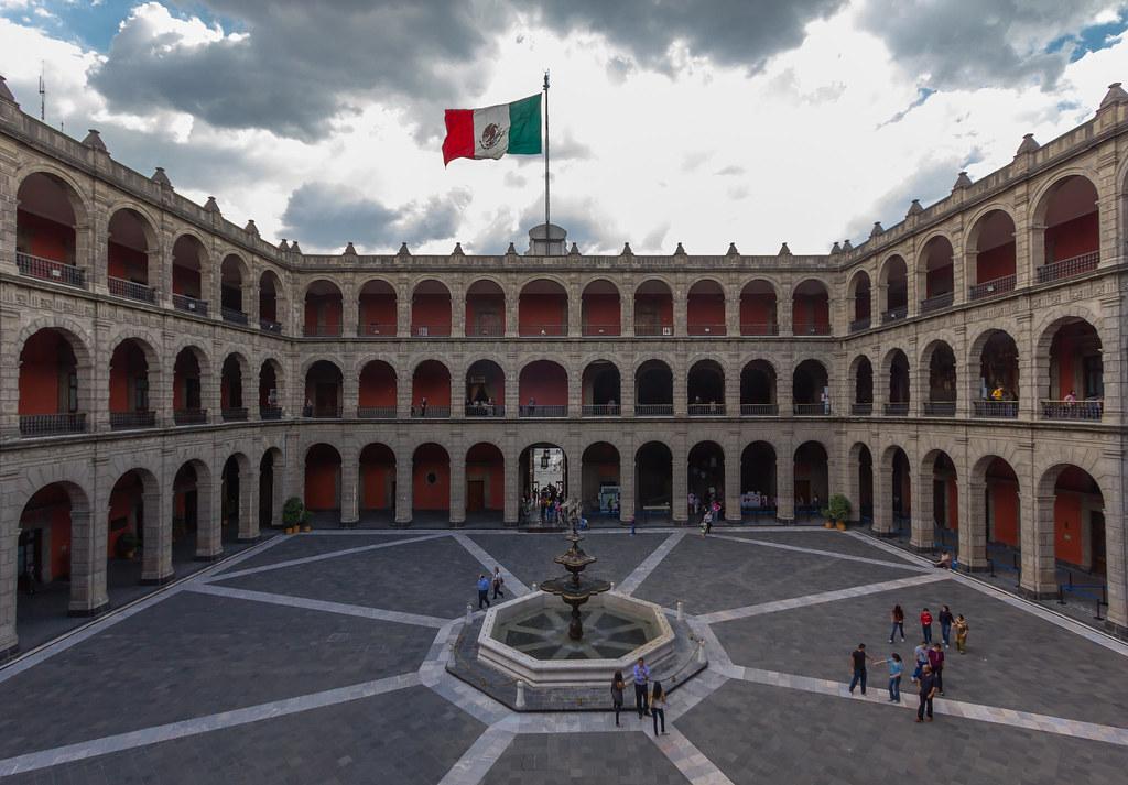 Palacio nacional patio central m xico carlos ortega for Palacio de los azulejos mexico