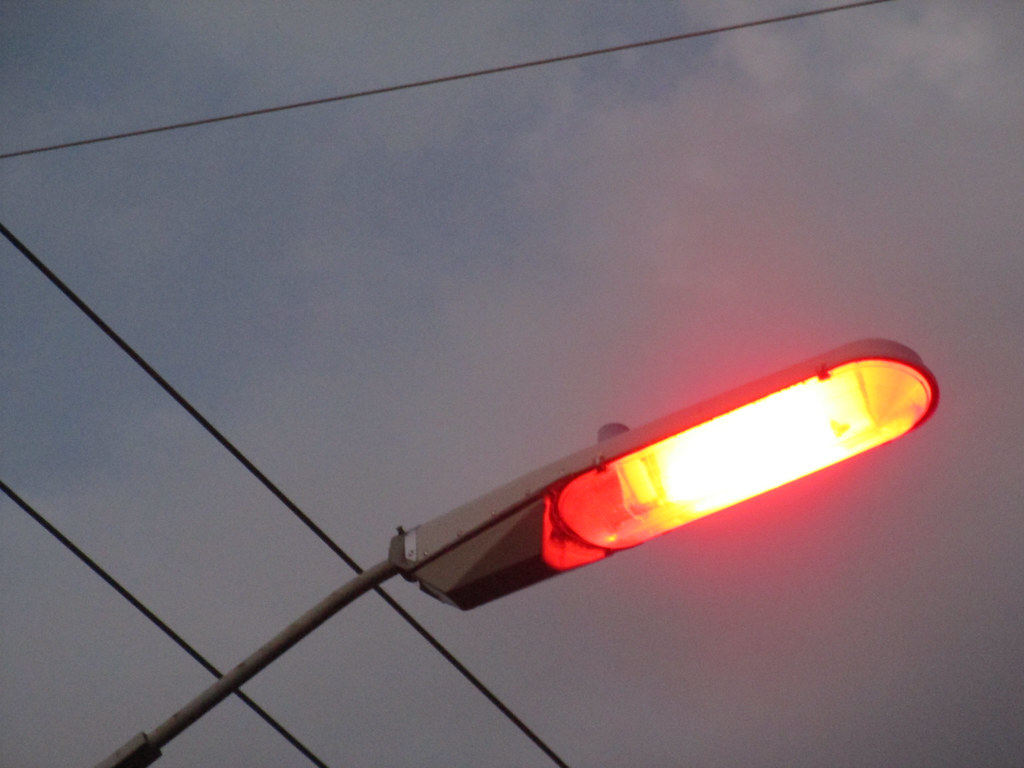 Low Pressure Sodium Vapor Streetlights In Springfield Flickr