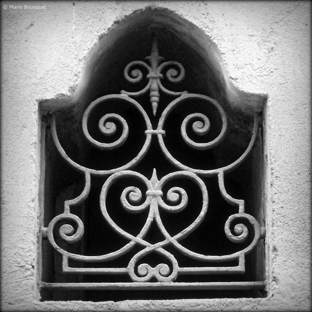 Fen tre avec fer forg motif oriental marie bousquet for Fenetre fer forge 2017
