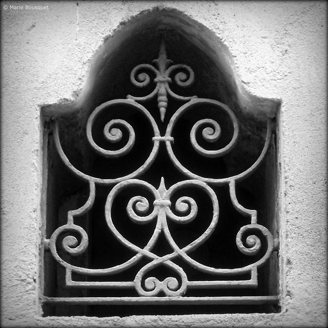 Fen tre avec fer forg motif oriental flickr photo for Fenetre en fer forge