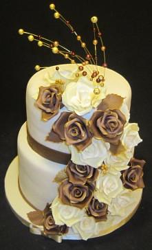 2 Stockige Hochzeitstorte Mit Braunen Und Beigen Rosen Flickr