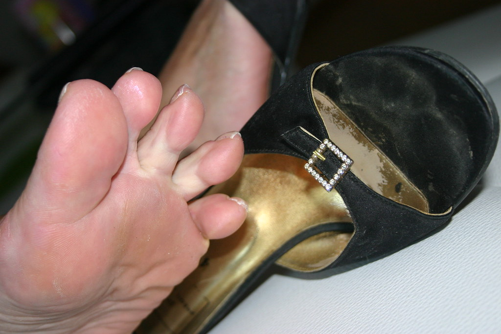 Candid smelly feet and soft soles in flats in job i touch 6