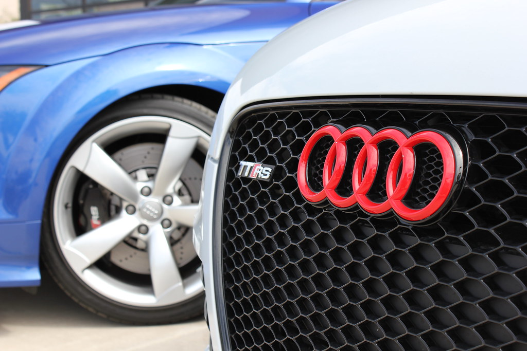 Tt Rs Badge Closeup Red Audi Rings Tt Rs Badge With