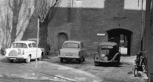 Ford Anglia 106E (DK-94-68), Ford Anglia 100E (ZD-30-97), VW Brilkever (ND-73-43), Utrecht 1963 | by Tuuur