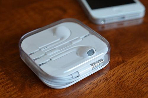 New iPhone ear buds | by smjbk