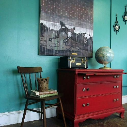 Decoraci n vintage en turquesa y rojo kimobel muebles for Decoracion y muebles