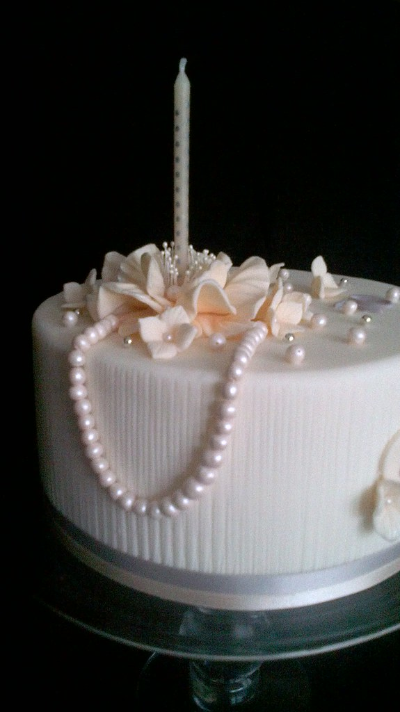 70th Birthday Cake With Pearls It S Official I Love
