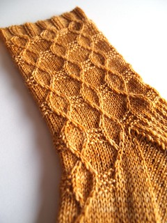 Hex socks made with Wandering Cat Yarns Alley Cat BFL-English Toffee- | by yarnloopie