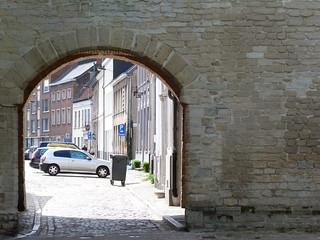 Puerta oscura del Palacio Prinsenhof de Gante, lugar de nacimiento de Carlos V