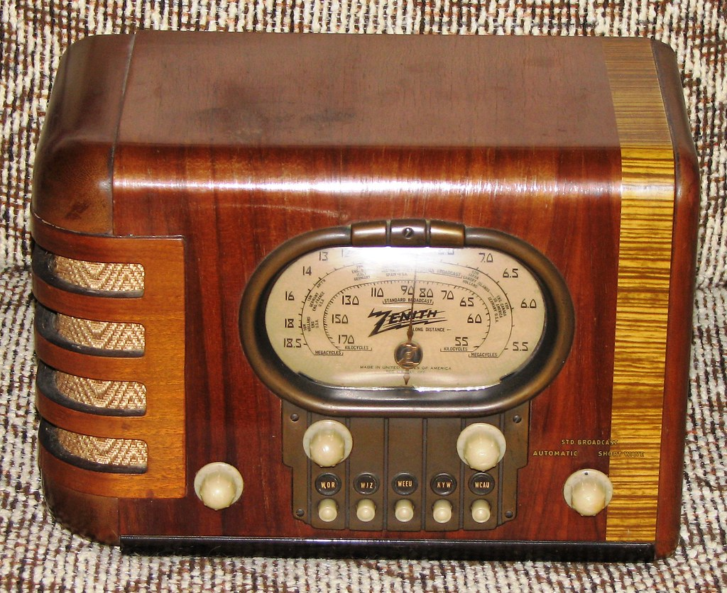 vintage zenith art deco table radio a beautiful unrestored flickr. Black Bedroom Furniture Sets. Home Design Ideas
