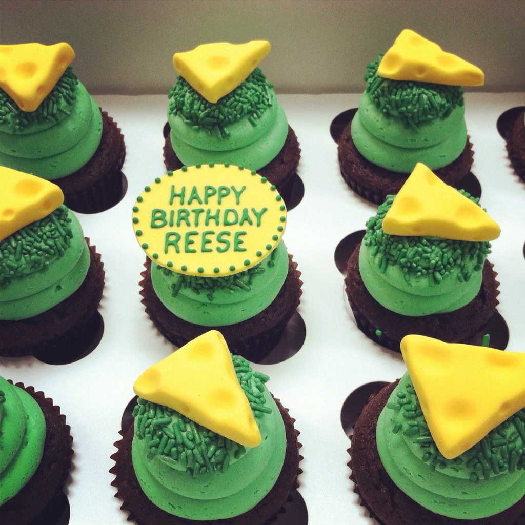 326fcbfda ... Greenbay packers cheese heads cupcakes