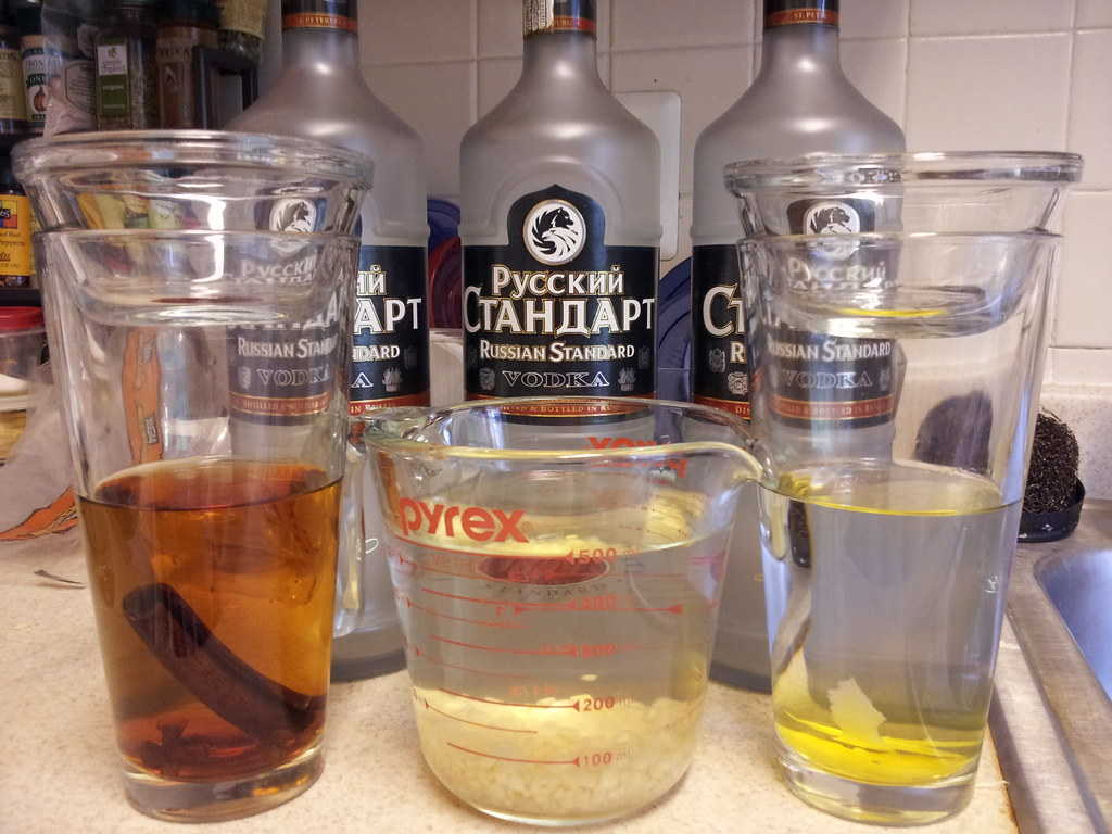 Gingerbread vodka, step 1 | left to right: 250 mL vodka with