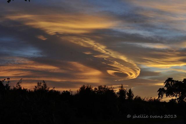 Altocumulus lenticularis cloud | Flickr - Photo Sharing!  Altocumulus len...